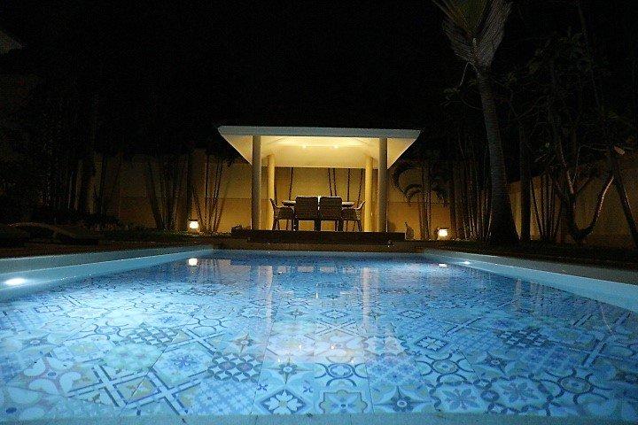 piscina privada amplio y hermoso jardín con el arte deco!