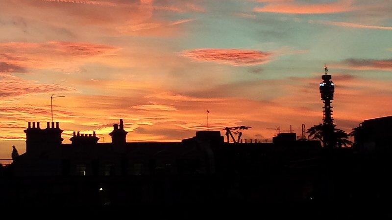 Sonnenuntergang über das West End of London - Blick aus dem zweiten Schlafzimmer in der Dämmerung.