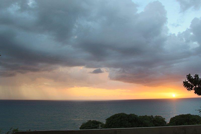 hermosa puesta de sol cada noche