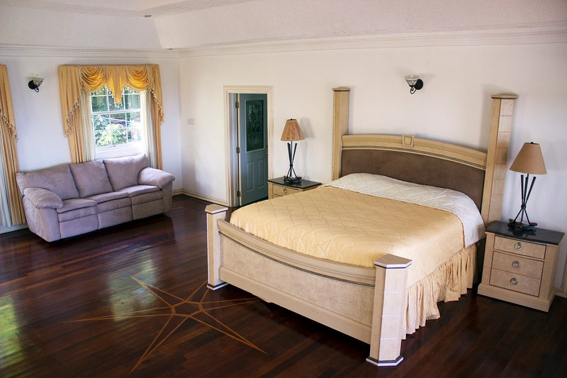 Luxury master bedroom, private balcony  with ocean view, Jacuzzi bathtub & walk in closet