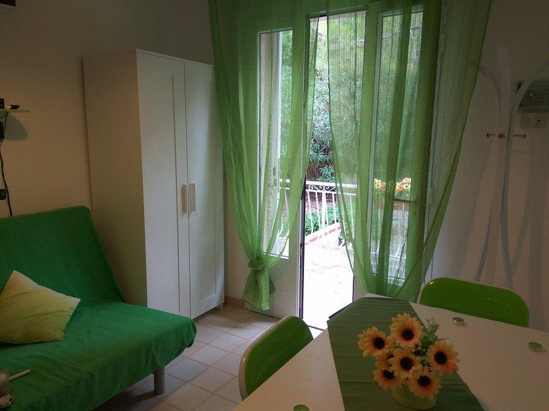 Kiwi: bilocale nel verde, col sole del mare, holiday rental in Lido di Capoliveri