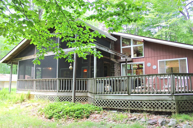 Renovated Lake House w/ Huge Deck, Kayaks and Golf Cart, vacation rental in Pocono Lake