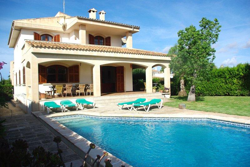 Playa y relax en casa con jardín privado y piscina, cerca de la playa d Es Trenc, alquiler de vacaciones en Campos