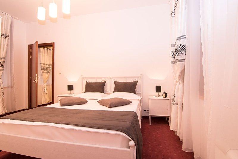 lit queen-size chambre