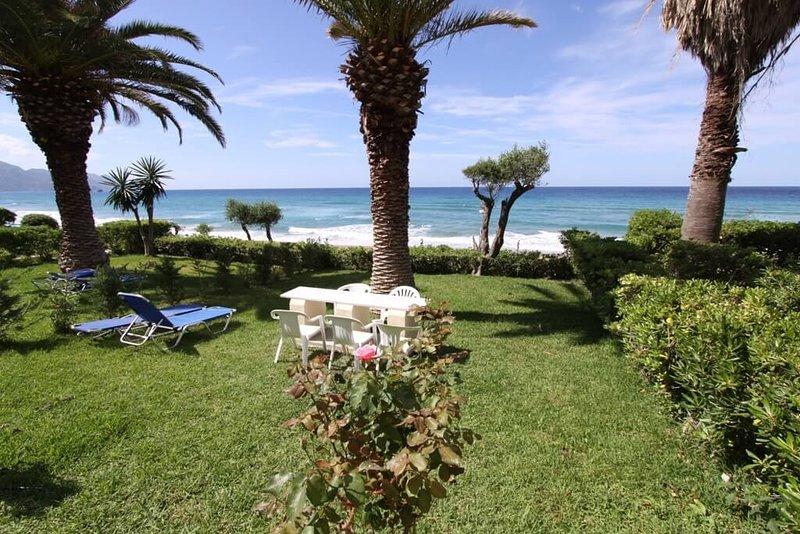 Beachfront house 49 in Glyfada sandy beach of Corfu, casa vacanza a Glyfada
