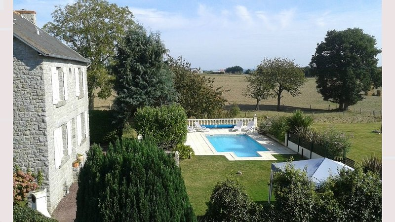 Le Dragon - A fully modernized 4 bed farmhouse & private heated pool, alquiler vacacional en Lanvallay