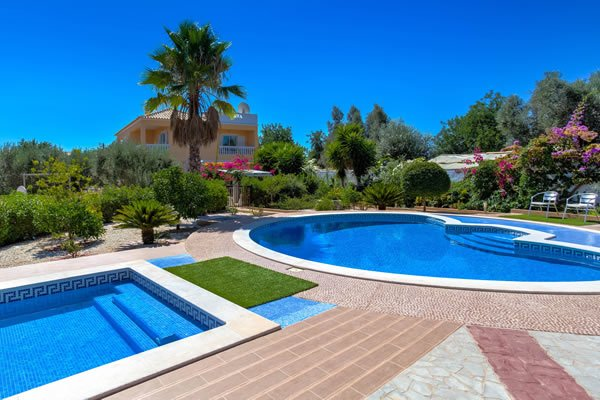 Luxury 4 bed villa with pools and kids pool