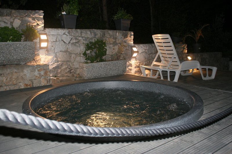 imagine you have a cocktail  for exemple zombie in the hot tub what would be better?