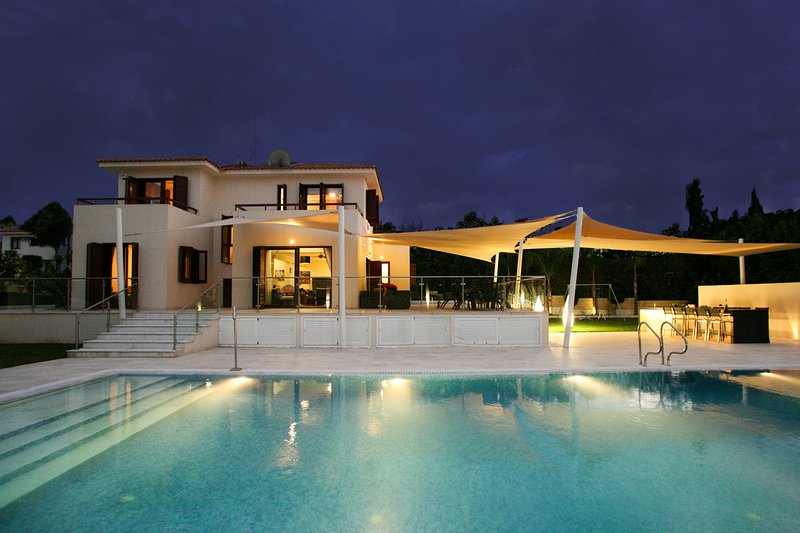 Outstanding 5 Bedroom Villa Leonidas in Protaras, with Private Pool and Garden, holiday rental in Protaras