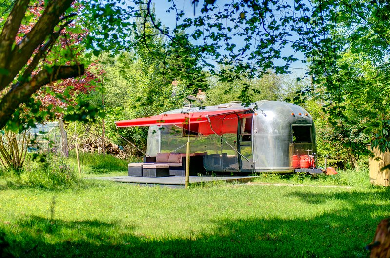 Glamping 1967 Retro American Airstream, holiday rental in Come to Good