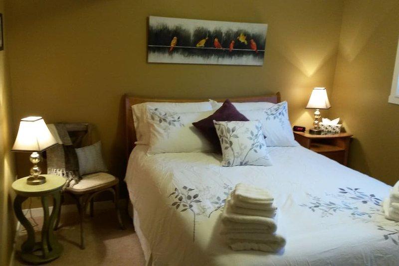A third cozy bedroom.