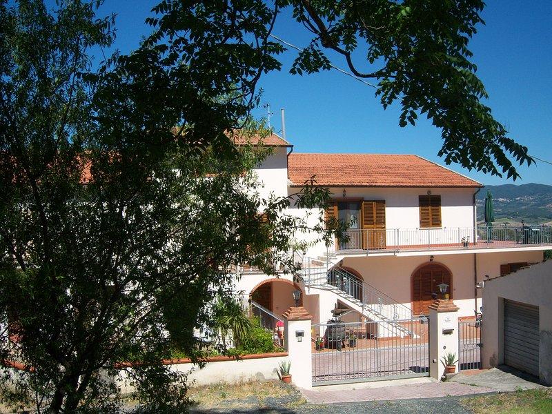 Saracino Villa In Tuscany on Costa degli Etruschi, holiday rental in Malandrone