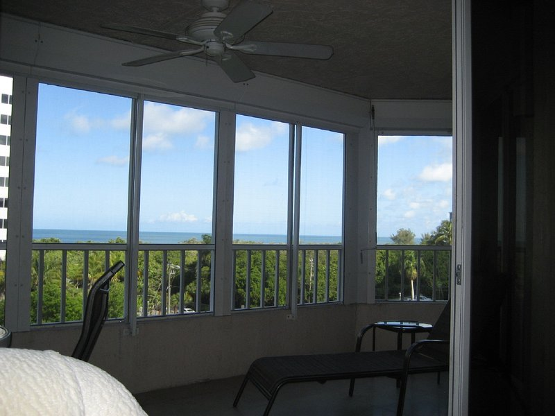 Direct View of Gulf of Mexico, Private Beach Access and 70 yards to beach