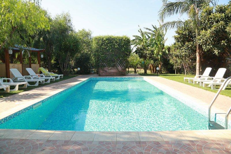 Tenuta ' rosa dei venti' ,Torre Guaceto,piscina, fino 17 posti letto, vacation rental in Brindisi