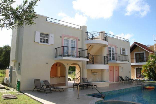 #10 Springcourt, A Beautiful studio Apt with pool, casa vacanza a Rockley