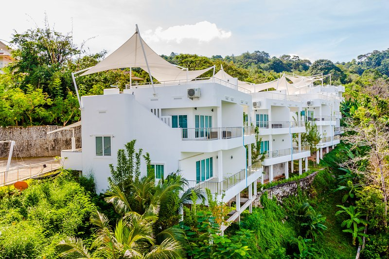 King Suite with Ocean View, alquiler vacacional en Chalong
