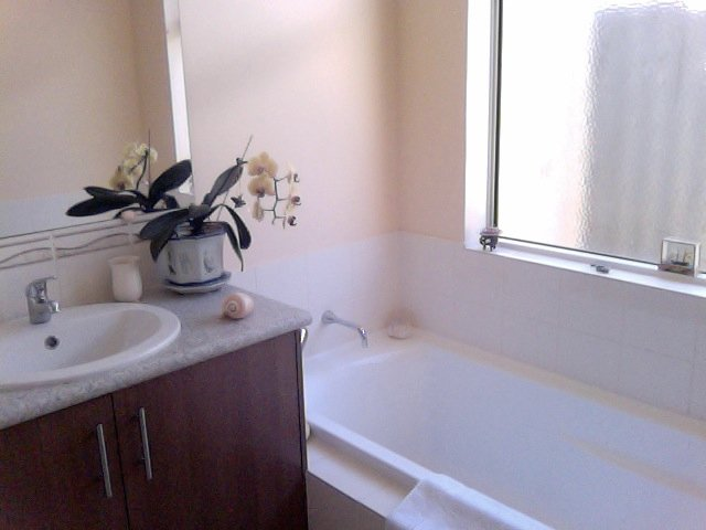 Privates Badezimmer mit Bad und WC