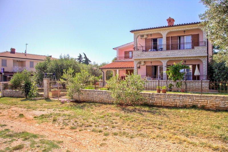 Villa Luisa Ap.2, holiday rental in Peroj