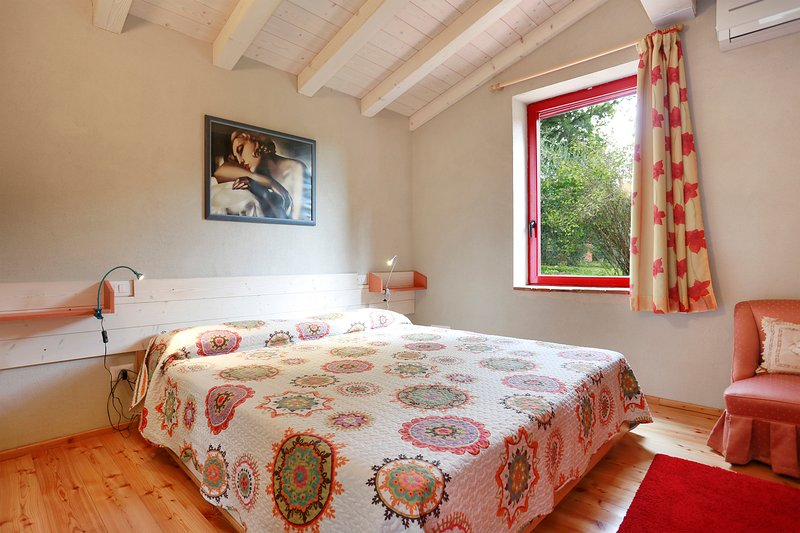 Il Melograno, Florence hills & pool, holiday rental in Galluzzo