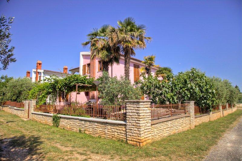 Villa Luisa Ap.3, holiday rental in Peroj