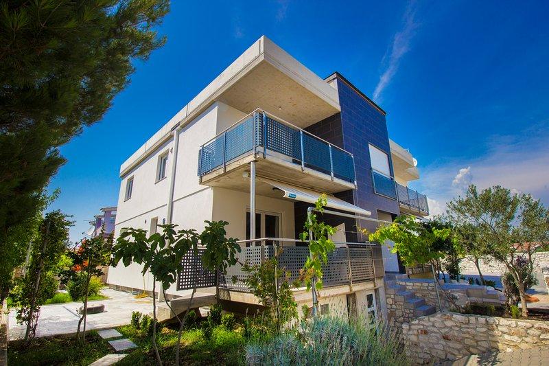 Apartments Lavanda Pirovac, vacation rental in Pirovac