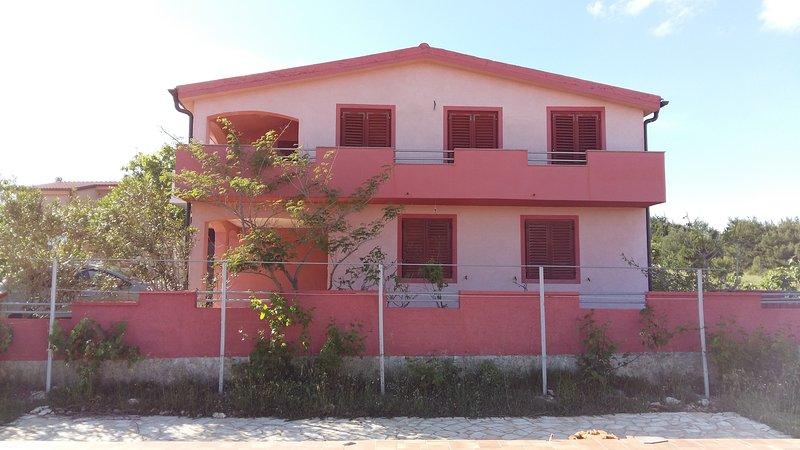 HOUSE/ APARTMENTS EMA VIR, holiday rental in Vir