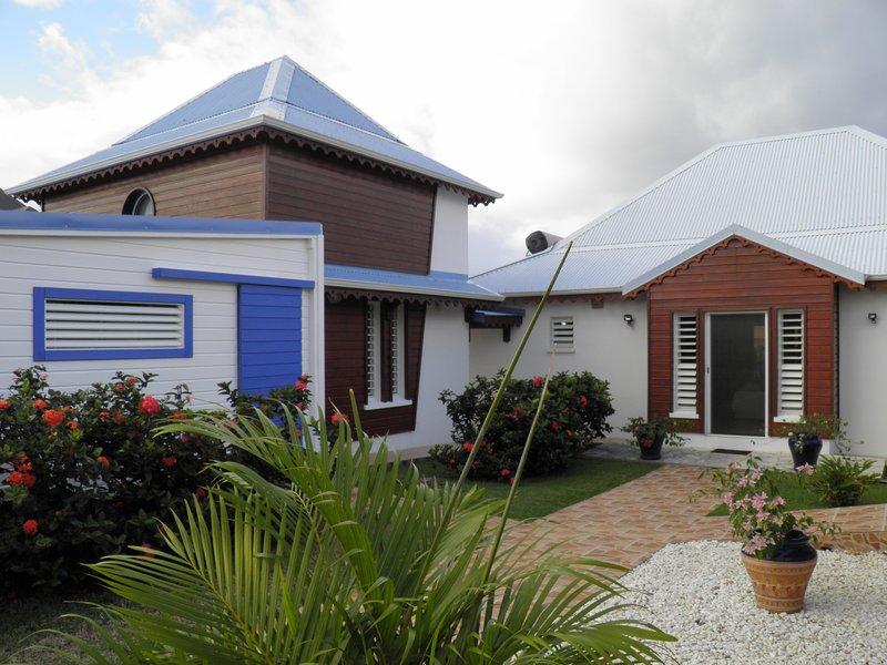 VILLA ANTIKAZ **** (classement officiel) AVEC PISCINE. SAUNA INFRAROUGE. SPA, vacation rental in Guadeloupe
