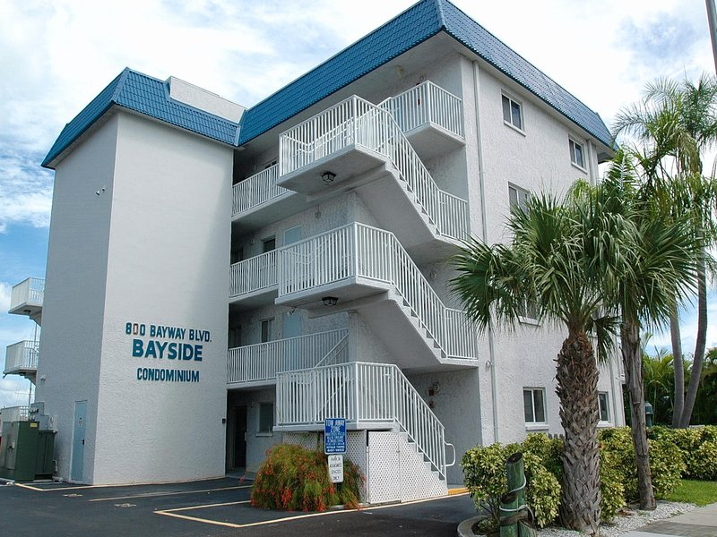 Gulf of Mexico vacation rental right on Clearwater Harbor.