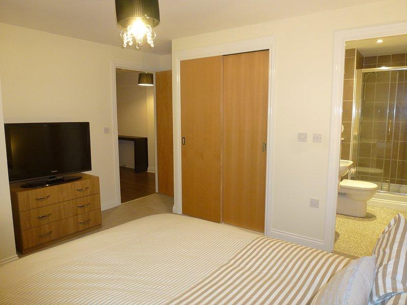 Master King Bedroom / En-Suite Shower-room