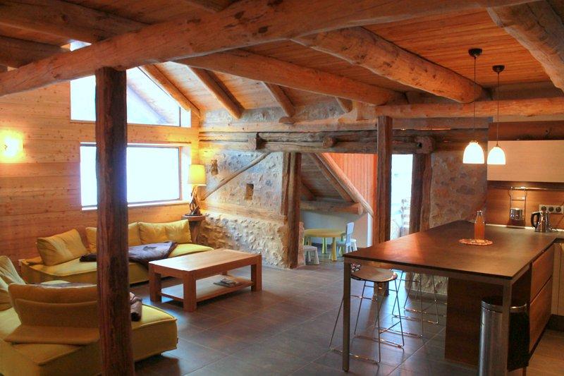 Chalet les deux sources,12 pers,sauna,Jacuzzi,station Briançon Serre Chevalier., vacation rental in Cervieres
