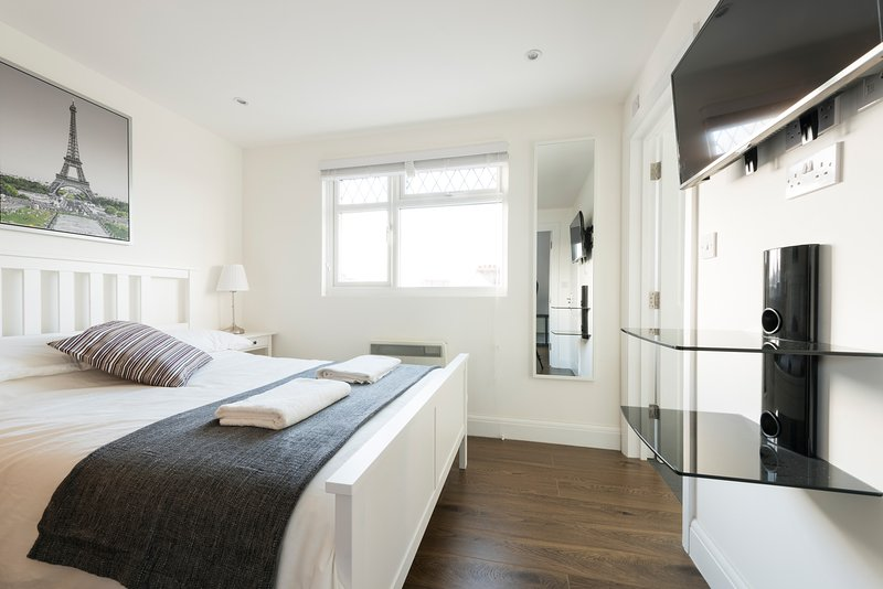 Spectacular Loft Studio (5mins to tube), casa vacanza a Stanmore