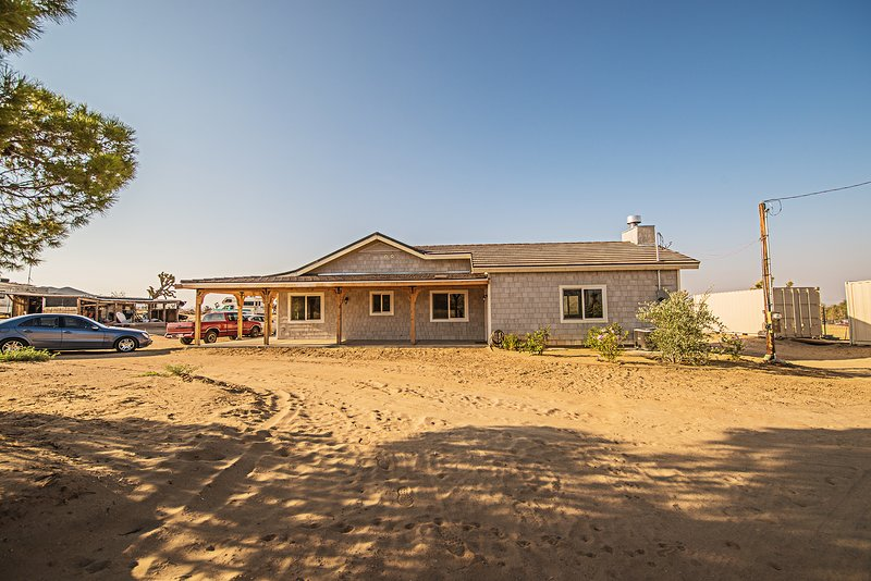 Luxury Ranch Estate on 5 Ac of Scenic Desert next to Saddleback Butte State Park