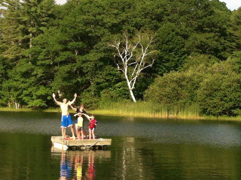 Veel plezier op de vlotter in Heal Pond