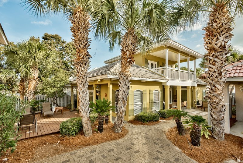 Coconut Cove home - 4br/2.5ba vacation home in Emerald Shores - Sleeps 12. Only 4 homes from pool.