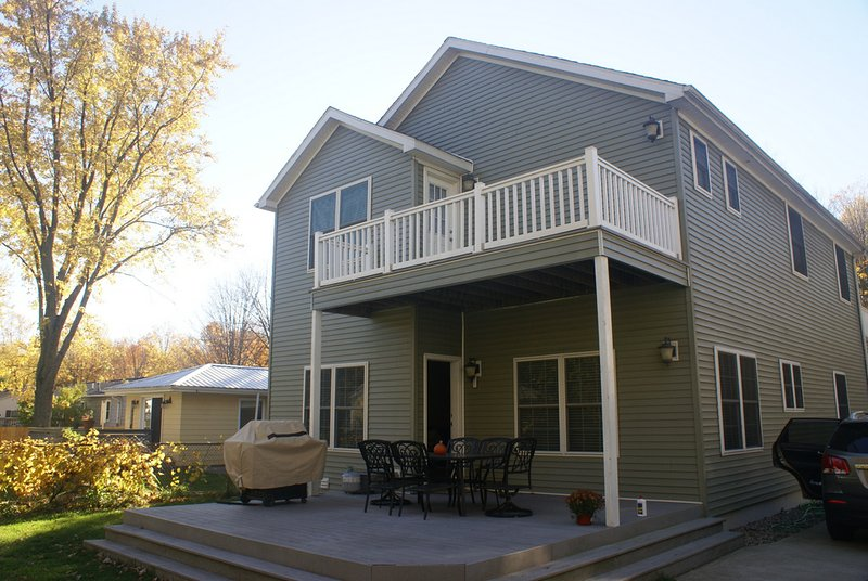 Back deck, plus upstairs MBR deck.
