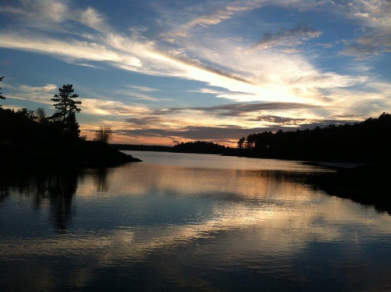 De laatste van een zonsondergang over Hockomock Bay