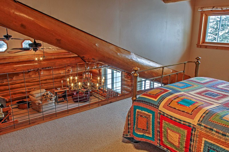 The open loft with a queen-sized bed can accommodate 2 extra guests.