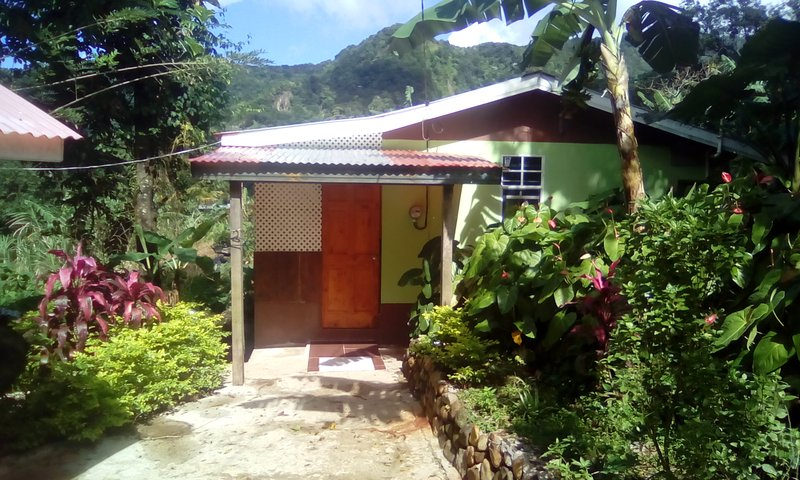 MANGO TREE ROOM, holiday rental in Soufriere