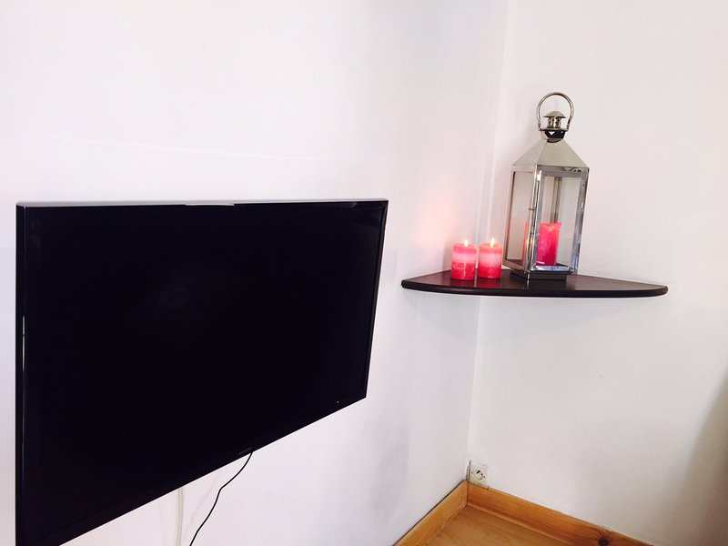 Samsung flat screen 80 cm