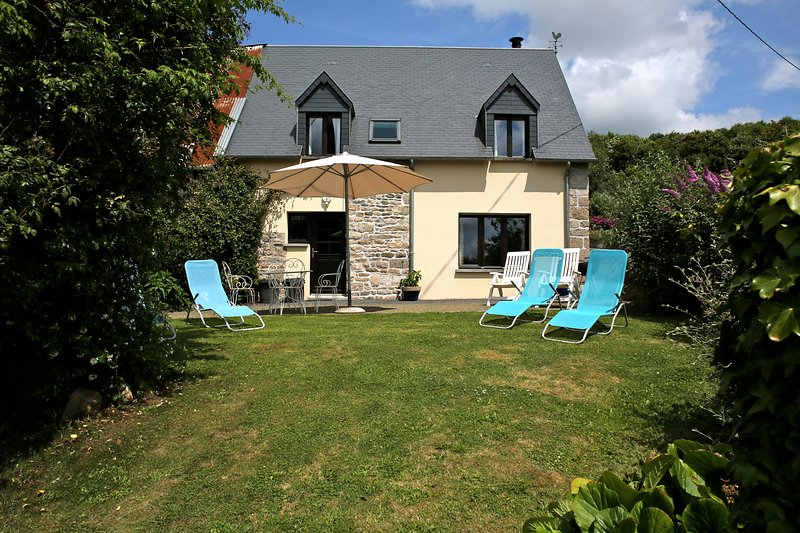 Former farm building renovated and equipped to a very high standard, location de vacances à Les Cresnays