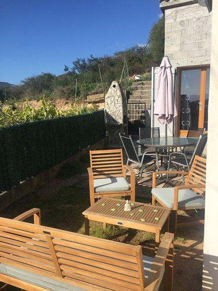 T1 très ensoleillé avec jardinet, vacation rental in Mezzavia