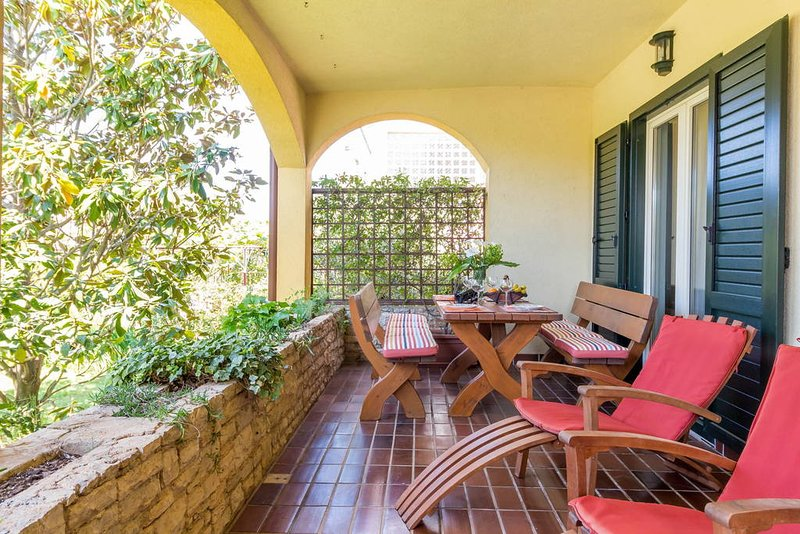 Spacious holiday apartment with 2Bedrooms and big terrace near the beach, holiday rental in Fazana