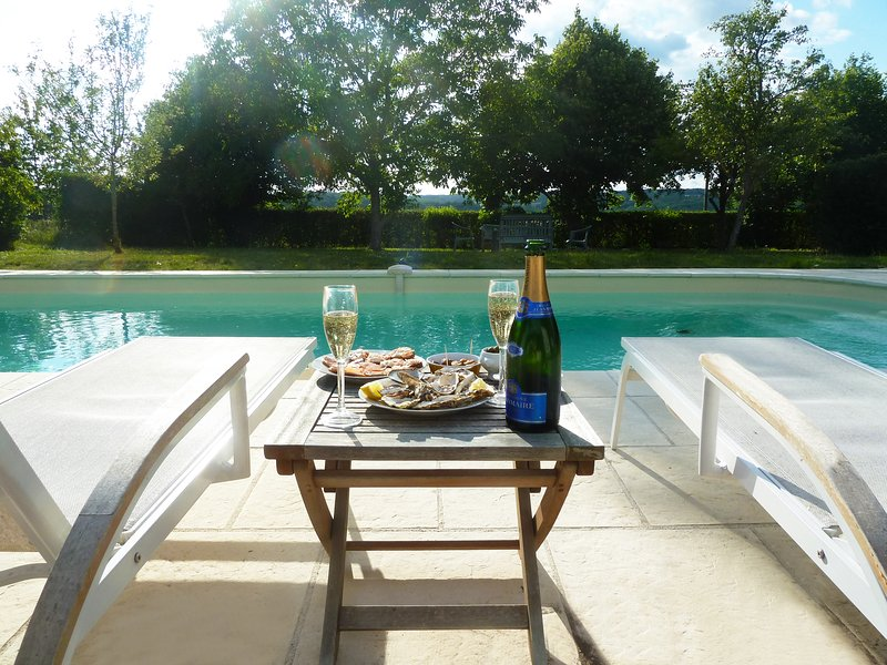 Paradise Francais Gite with pool Balledent Chateauponsac Bellac Haute Vienne, vacation rental in Bellac
