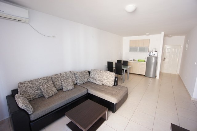Comfort Poolside Two-bedroom Apartment, holiday rental in Becici
