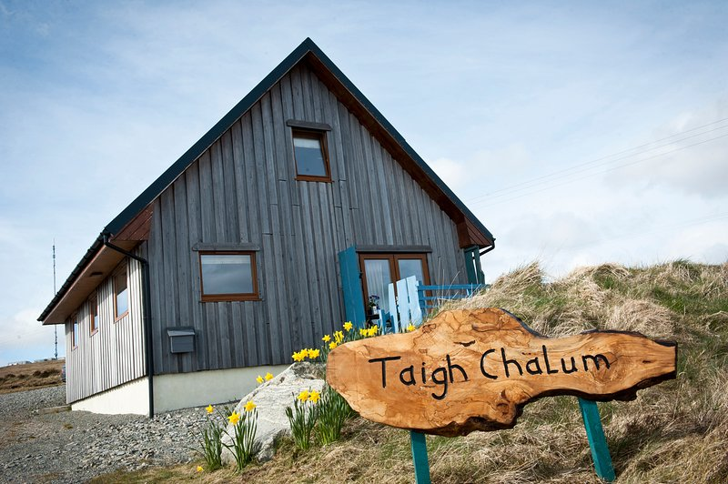 Taigh Chalum, Achmore, Isle of Lewis : Lovely 2 bedroomed cottage, set in the most beautiful vista.