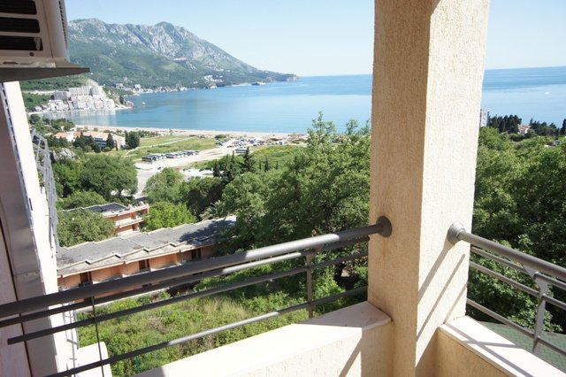 Comfort Two-bedroom Sea-view Apartment close to the sea, holiday rental in Becici