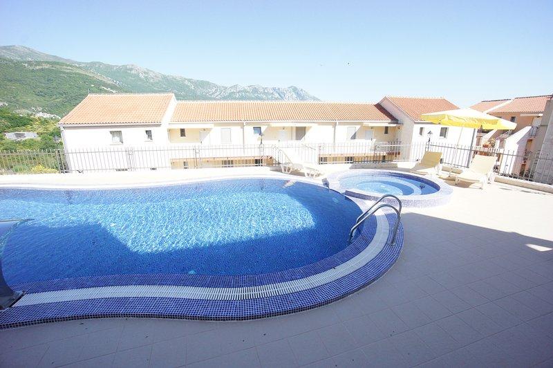 SEA-VIEW STUDIO  APARTMENT, holiday rental in Becici