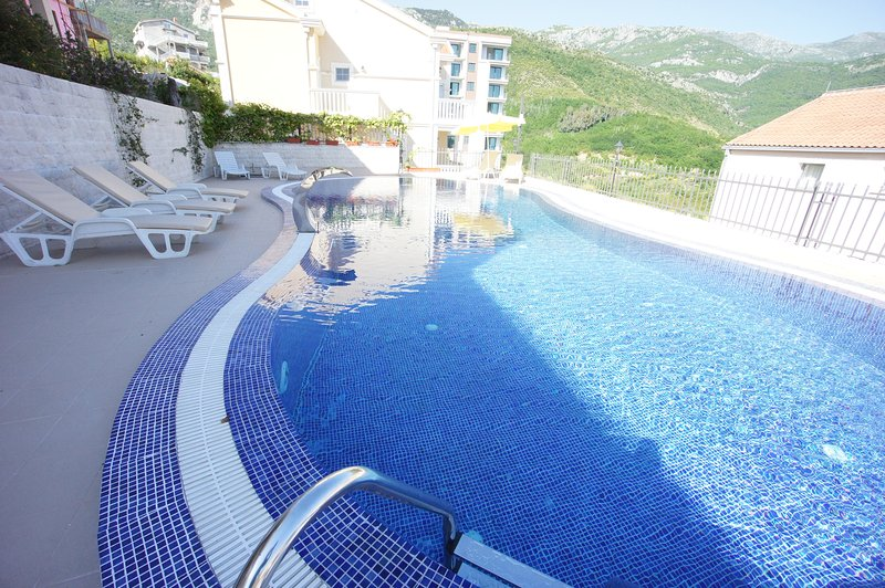 Partly Sea view studio apartment, holiday rental in Becici