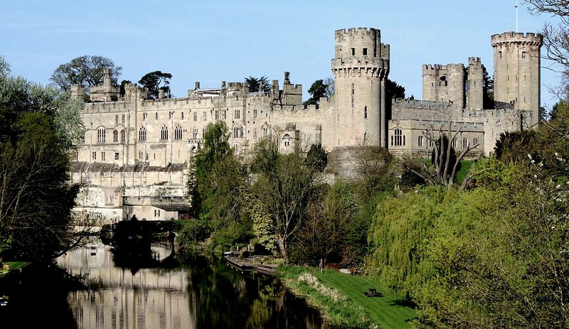 Nearby Warwick Castle (approx 20 mins drive)