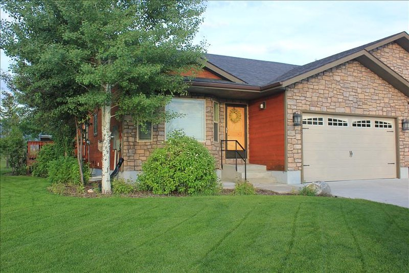 Spacious 6 BR Town Home Near Ski Hill Road- CANCELLATION SPECIAL, vacation rental in Driggs